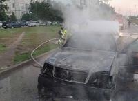 Утром в Симферополе на проезжей части горела легковушка