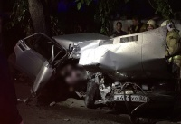 Один человек погиб и двое пострадали при столкновении легковушки с электроопорой в Симферополе