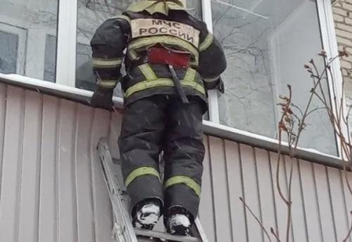И такое бывает: в Симферополе спасали запертого в квартире ребенка