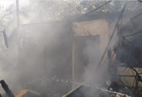 Пожарные отстояли от огня жилой дом в алуштинском поселке Малый Маяк