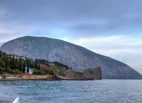 Туристы в темноте сбились с тропы на горе Аю-Даг в Крыму