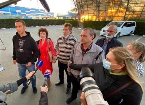 Российские моряки вернулись в Крым после 5 месяцев плена в Африке