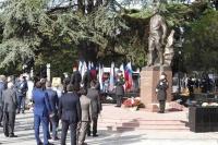 Памятник дважды Герою Советского Союза Амет-Хану Султану торжественно открыли в Симферополе