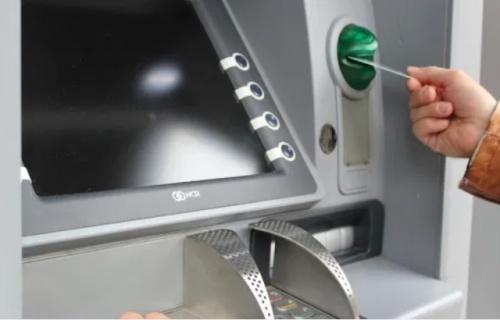 Банковскую карту нашли — деньги украли. Инцидент в Алуште