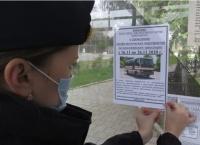 В автобусах Керчи расклеили детские рисунки на тему дорожной безопасности