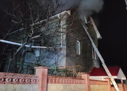 Вечером под Симферополем горел трехэтажный дом