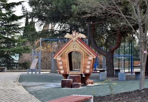 Алушта благоустроила три двора и Приморский парк за выделенные Москвой средства
