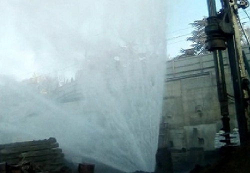 Власти Ялты накажут застройщика, повредившего водовод в Массандре