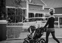 Горе-родители из Севастополя грабили магазины при помощи коляски с ребенком