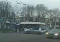 В центре Симферополя из-за ДТП с троллейбусом образовался затор