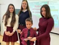 Евпаторийские полицейские вместе с «Лабораторией безопасности» в школе провели консультацию по безопасности поведения на дороге