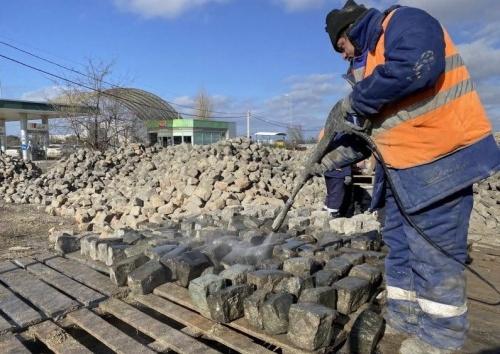 Историческую брусчатку из центра Севастополя передали на хранение Севавтодору