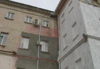 «Мы здание сохраняем»: зачем оштукатурили Лазаревские казармы?