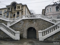 Восстановленная в центре Севастополя подпорная стена станет лучше с годами