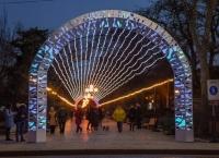 В прогулочной зоне Евпатории появился «световой потолок»