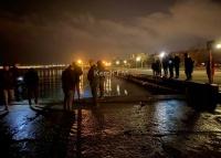В Керчи на набережной утонула машина