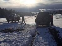 На плато Ай-Петри в снегу застрял внедорожник