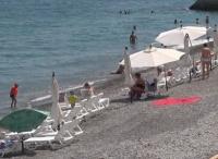 Власти Ялты пригрозили пользователям пляжей табличками об опасности купания