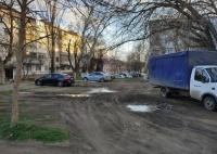 Керчанка пожаловалась на состояние семи дворов по ул. Войкова