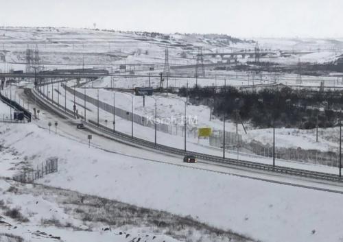 По Крымскому мосту начали пропускать автомобили в сторону Керчи