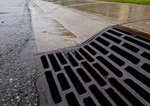 В Керчи после таяния снега забилась ливневая канализация