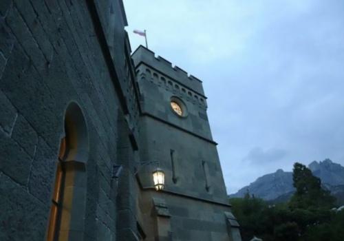 Часам на башне Воронцовского дворца в Крыму исполнилось 180 лет