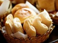 В школьной столовой в Севастополе обнаружили «золотые» булочки