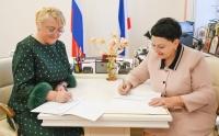 Подписан План мероприятий по повышению доступности финансовых услуг и увеличению доли безналичных платежей на территории Республики Крым