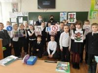 Сотрудники ГИБДД Керчи устроили для детей путешествие в страну дорожных знаков