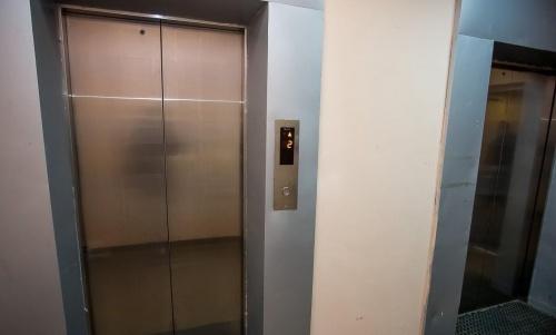 МинЖКХ РК: Куда необходимо обращаться, если в доме неисправен лифт?