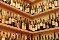 В РФ хотят запретить продажу спиртного и табака покупателям с детьми