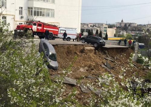 Попытка №3. В Севастополе снова ремонтируют рухнувшую подпорную стену с автостоянкой
