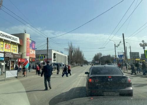 Керченские пенсионеры продолжают кидаться под машины