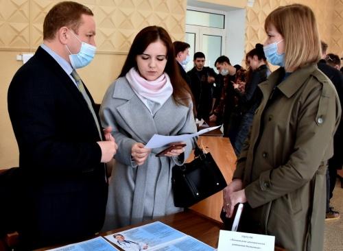 Минздрав РК: Медучреждения Крыма приняли участие в Ярмарке вакансий, проводимой Медицинской академией