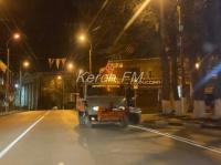 Ночью в Керчи продолжают наносить разметку