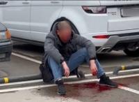Драка на парковке ТЦ в Симферополе закончилась ножевыми ранениями