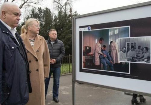 В Симферополе открылась уличная фотовыставка ко Дню космонавтики