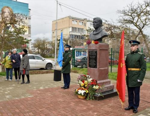 В Евпатории состоялся торжественный митинг в честь 60-летия первого полета в космос