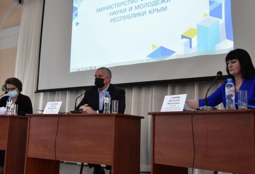Сергей Аксёнов: Перед Правительством Крыма стоит задача полностью обеспечить материально-техническое оснащение образовательной системы