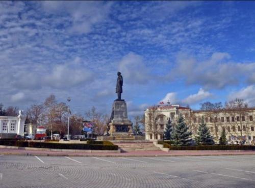 Для проведения авторалли на площади Нахимова закроют парковку