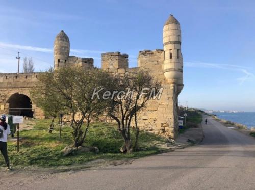 Посещать крепость Еникале все еще опасно для жизни