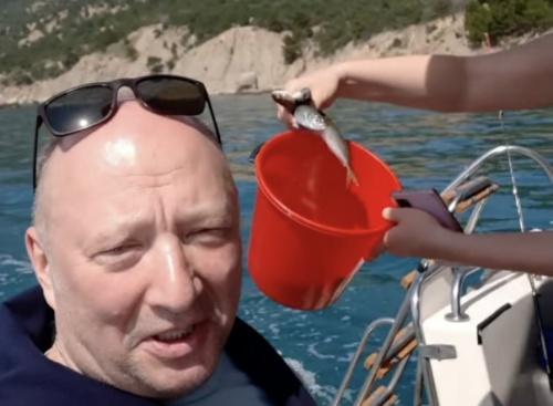 Известный российский комик вытащил большой улов в Севастополе