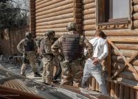 Канистра с ювелиркой: в Севастополе задержали банду вежливых домушников