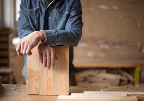 Мебельщик из Севастополя оставил четырех клиенток без денег и без мебели