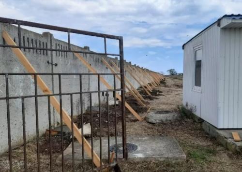 Администрация Феодосии подала в суд на арендатора пляжа, который попытался застроить Песчаную балку
