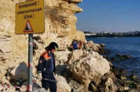 На обвалоопасных участках побережья в Севастополе установили предупреждающие знаки