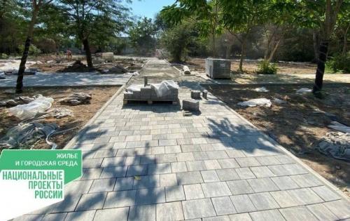 В парке им. Фрунзе города Евпатории продолжается создание детской площадки