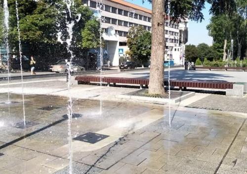В Екатерининском парке Симферополя вновь заработали напольные фонтаны