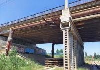 В Керчи спасли женщину, которая зависла на Горьковском мосту