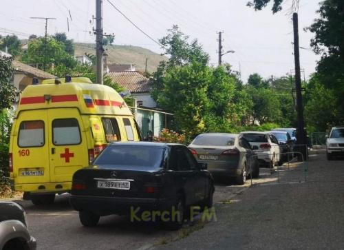 Две скорые не смогли подвезти керчан ко входу в больницу
